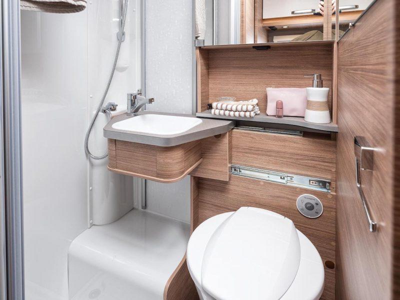 CaraCompact-600-MEG_Pepper_Toilette